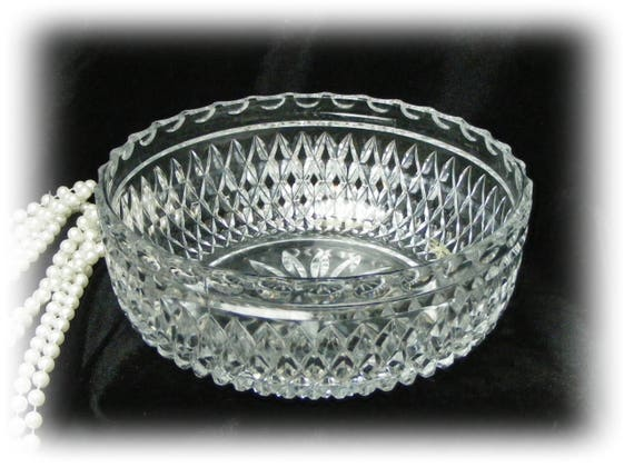 Beautiful Vintage CRYSTAL SERVING BOWL