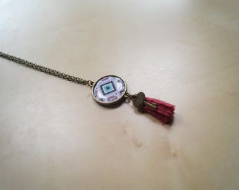 Cabochon necklace with tassel
