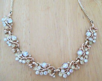 Vintage costume jewelry  / rhinestone necklace