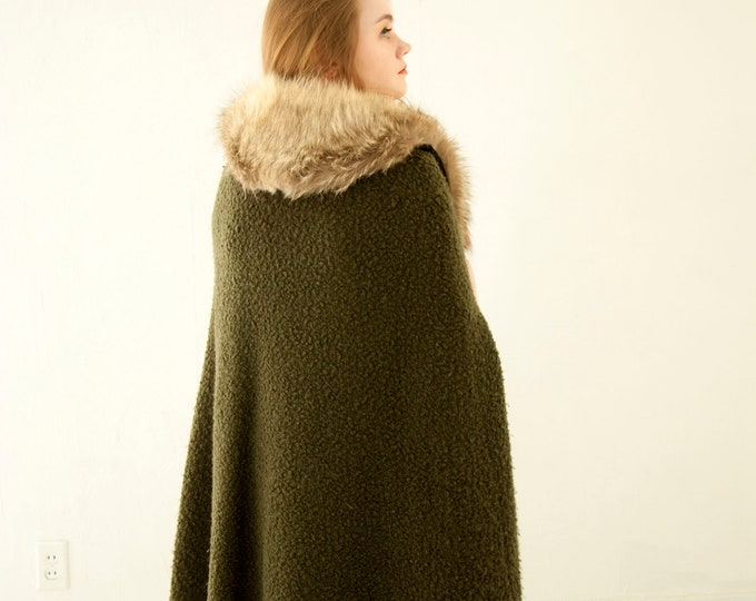 Vintage green wool cape, white genuine raccoon fur, long cloak olive boucle drab burnt orange lining boho 1970s retro S M