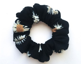 Floral Daisy Scrunchie