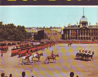 Vintage London Jarrold Colour Book. Contains 19 Pages of Photos and Text. Souvenir Booklet From Late 50s or 60s