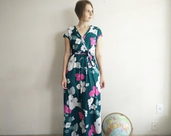 50% OFF Vintage 1970s Evergreen Floral Maxi Dress/70s Dress/Small Medium
