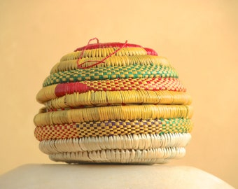 Small covered Ethiopian basket