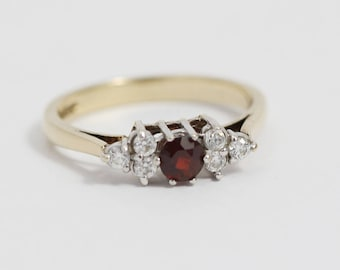 9ct Gold Red and Clear Cubic Zirconia Cluster Ladies Ring Size UK O  and US 7.25 Hallmarked 1989
