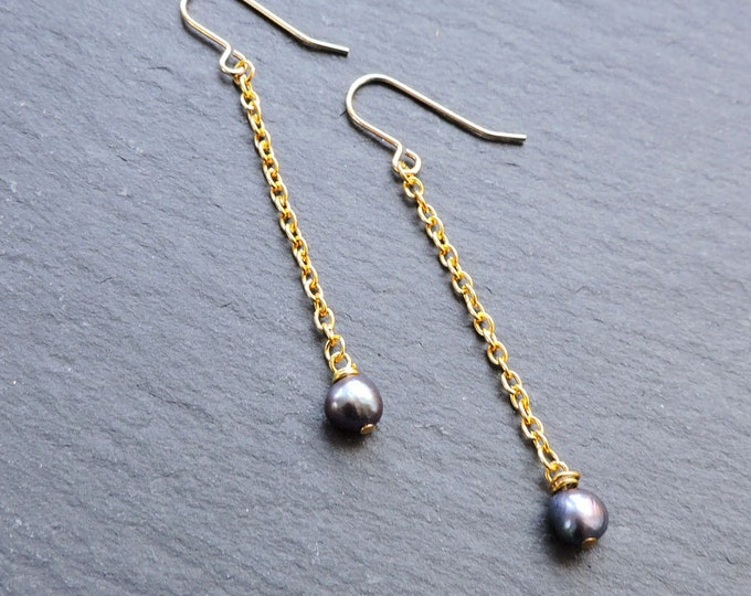 Long Gold & Peacock Pearl Drop Earrings - Dark blue/black freshwater pearl and gold chain hook wire earrings