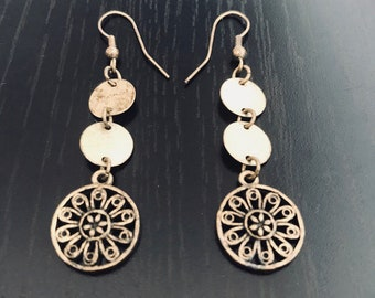 Vintage earrings, the yellow metal without a trial