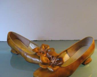 Vintage Pappagallo  Leather Squash Heel Shoe Flower Detail Size 8.5 N