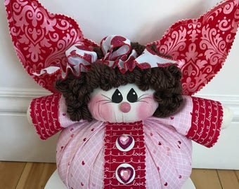 Valentines Angel, great for Valentine's Day decor.