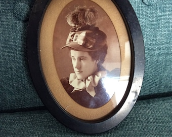 intage Oval Framed Photo Great Hat