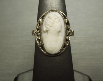 Antique Estate C1930 14K White Gold Filigree Style White Coral Cameo Solitaire Dinner Ring Sz 6.25