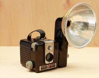 Kodak Brownie Hawkeye Camera with Molded Bakelite Body & Flash Arm