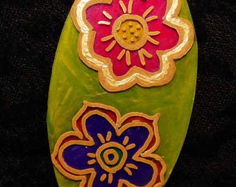 Pendant two flowers on green background
