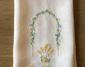 Vintage Embroidered Finger Tip Towel