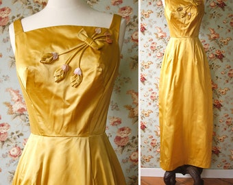 vintage 1960s golden gown <> 1960s gold long dress <> 60s yellow gown with rosebud decoration <> vintage 60s gold formal gown