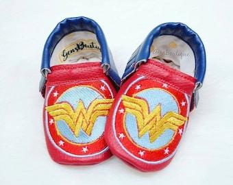 Wonder Woman Moccs, Wonder Woman Shoes, Baby Moccs, Baby Moccasins, Baby shoes, Fringe moccs, Superheroes, Superheros moccs.
