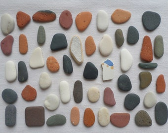 Pebbles and polished pottery fragments, ideal lot for mosaic or pebble art, 50pcs