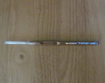 Tulip Fine Steel Crochet Hook with Comfortable Plastic Handle Size 14 Free Shipping