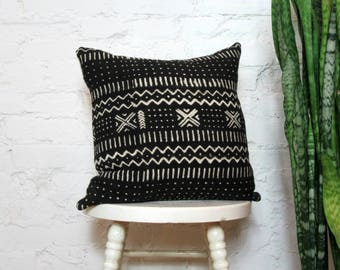 Black Mudcloth Pillow Cover with Cream Print / African Mud Cloth Bogolanfini Black and White Artisan Decorative Throw Cushion Global Decor