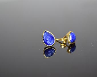 sapphire stud,pear shape stud,dainty stud,custom gift,gemstone stud, September birthstone stud,blue color jewelry ,sapphire jewelry tin stud