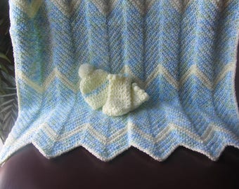 Soft crochet baby blanket with booties and newborn beanie hat