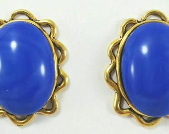 Blue earrings, oval shape earrings, vintage clip on earrings, vintage cabochon earrings, marbled effect earrings