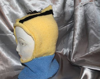 a child hood knitted mignions hand