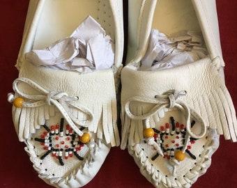 Vintage White Leather Southwestern Style Rockabilly  Moccasins Size 8
