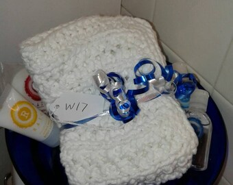 Set of 5 large White all cotton washcloths. Stitch pattern may very. Very soft.