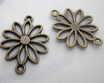 10 pcs. antiqued brass plated daisy flower connector charms or pendant components  19mm - r391