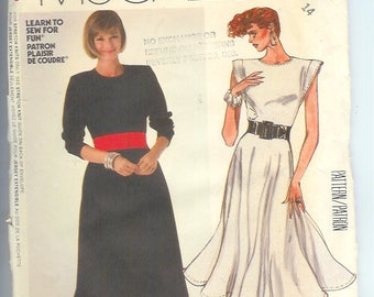 McCalls  Misses DRESS EASY  for Stretch-Knits Only Vintage  Sewing Pattern 2347  Size  14  UNCUT