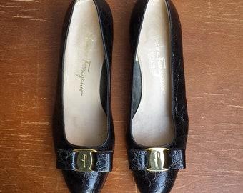 1990's Salvatore Ferragamo Vara bow pumps - Women's size 7 1/2B - black croc embossed