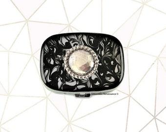 Boîte à pilules Beleweled ovale incrusté dans la main peint à l'encre noire tourbillon émail géométriques d'inspiration personnalisée et Options disponibles de couleur