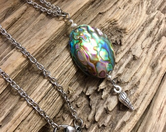 Abalone shell jewelry, Abalone shell jewelry, Sea shell jewelry, Shell necklace, Pendant necklace, Beachy Jewelry, Beach themed jewelry
