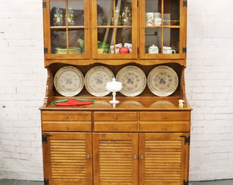 Ethan Allen Break Front China Hutch Maple Nutmeg Heirloom 10-6017 10-6018