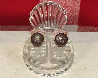 Vintage Clear Glass Scallop Shell Salt And Pepper Shakers & Carrier