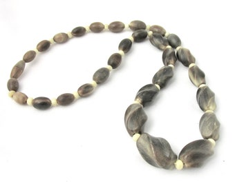 Drop necklace vintage oval and twisted Horn beads