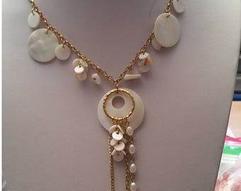 Jewelry with white mother of Pearl pendant necklace