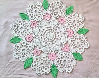 Round doily leaves and flowers