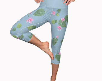 Sky Blue Capri Yoga Leggings with Tropical Print- 3/4 Length Workout Pants, Floral Cropped Workout Leggings for Summer Fitness, Yoga Tights