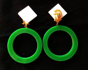 Clips 1960, geometric circle and square, dangling earrings.