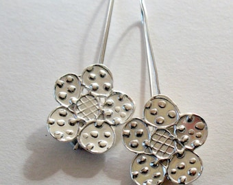 Silver flower dangle earring