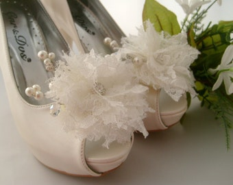 Wedding shoe clips,Flower pearl lace bridal shoe clips,Shoe jewelry,Bridal shoe clips,Wedding accessory,Bridesmaid gifts,Womens shoe clips