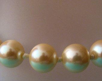 Glass faux pearl bracelet