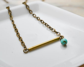 Minimalist necklace - brass bar et turquoise glass beads
