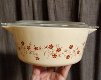 Vintage Pyrex Trailing Flowers Casserole Dish with lid - 475B - wheat -  2 1/2 quart