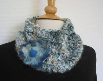 Choker crocheted wool fancy decorated with a felted wool brooch