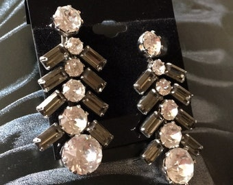Gorgeous vintage rhinestone drop style earrings