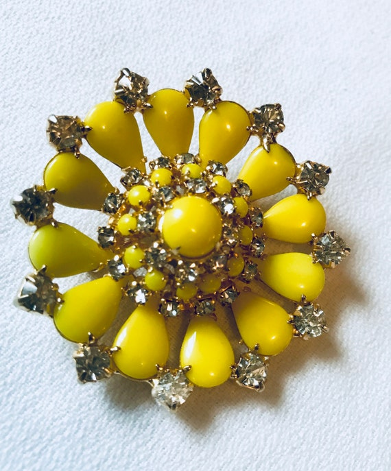 Brilliant signed CONTINENTAL Canary Citrus Lemon Yellow Cabochon Rhinestone Vintage Brooch Pin