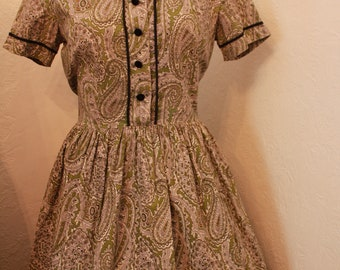 Beautiful Vintage Green Paisley 1950s Shirt Dress